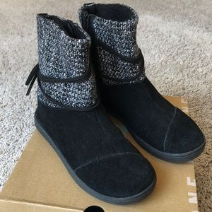 TOMS Nepal Boot Black Suede w Metallic Youth Sz 1